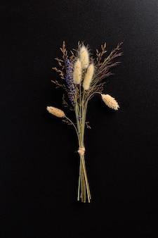 Boeket van violet lila paarse lavendel bloemen