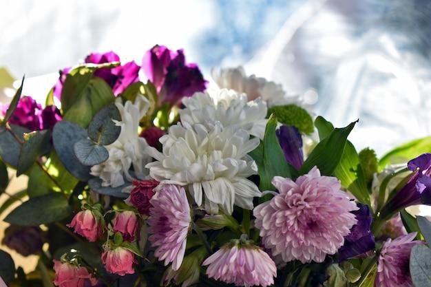 Boeket verse lentebloemen