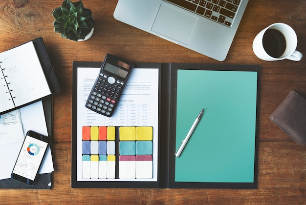 Boekhoudkundige analyse digitale apparaten werkruimte concept