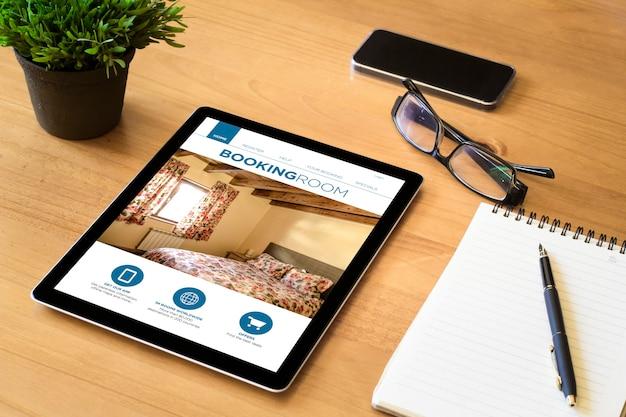 Boeking kamerscherm tablet op desktop