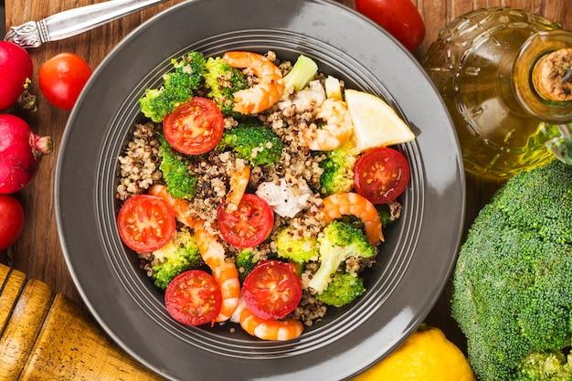 Boekweitsalade met garnalen van broccoli, kipfilet,