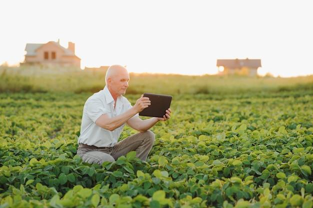 Boer in ingediende holding tablet onderzoekt soja corp