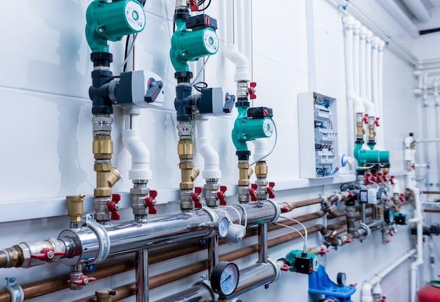 Boiler room apparatuur voor modern verwarmingssysteem.
