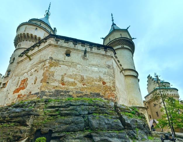 Bojnicekasteel slowakije. zomer 2014. gebouwd in de 12e eeuw