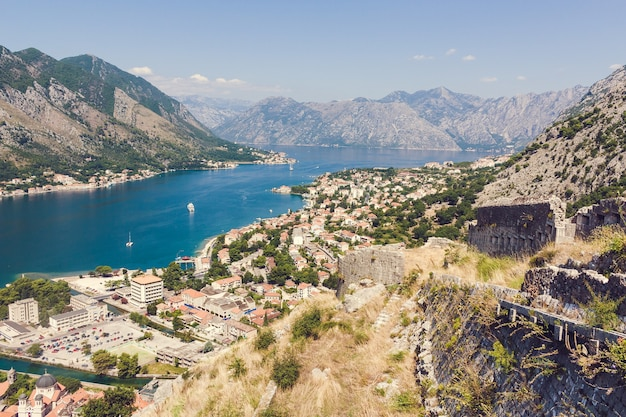 Boka kotorska baai panorama vanaf de berg