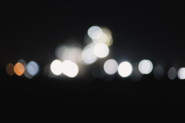 Bokehlichten in een stad bij nacht