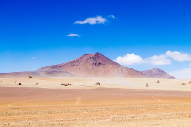 Boliviaans landschap, salvador dali-woestijnmening. prachtig bolivia