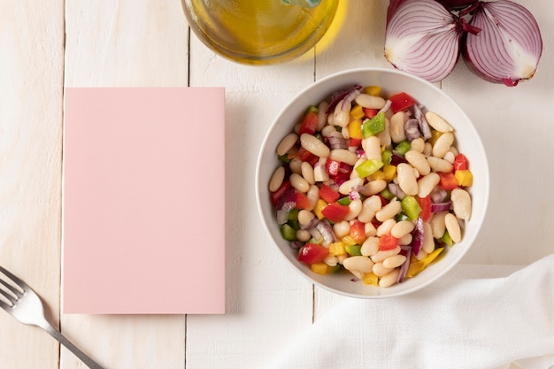 Bonen salade mix kopie ruimte notebook