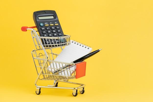Boodschappenlijst, uitchecken en betalings- of winkelberekeningsconcept