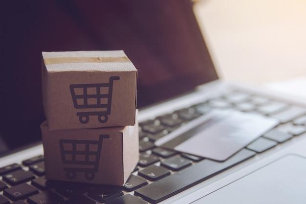 Boodschappenservice op het online-web. met betaling per creditcard en biedt levering aan huis