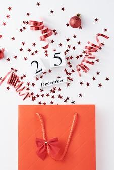 Boodschappentas met feestelijke confetti. 25 december