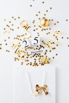 Boodschappentas met feestelijke confetti op wit