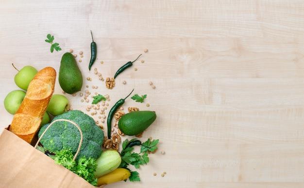 Boodschappentas met gezond voedsel met kopie ruimte