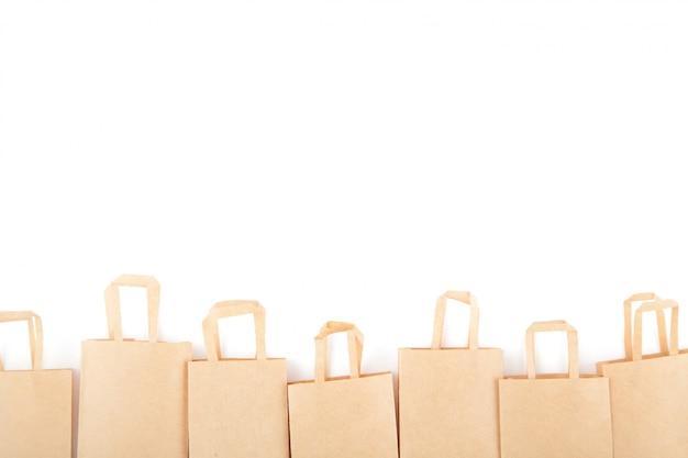Boodschappentassen. verkoop handel, kortingen. gebruik van milieuvriendelijke materialen. zero waste. wit, isoleer