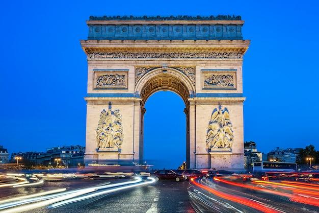 Boog van triomf bij nacht, parijs, frankrijk