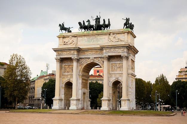 Boog van vrede in sempione park, milaan, lombardije, italië