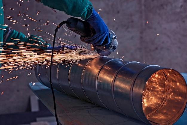 Booglassen van een staal in bouwwerf