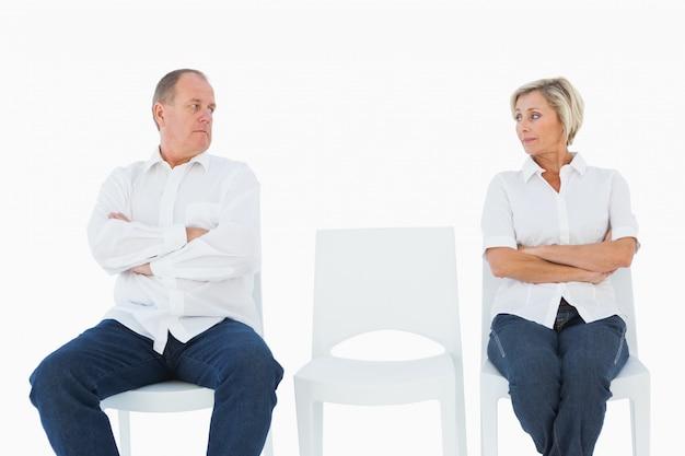 Boos paar niet praten met elkaar na het gevecht