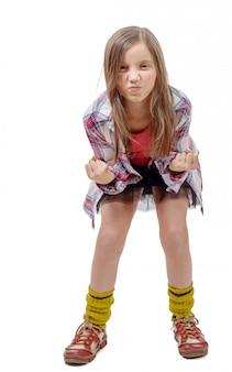 Boos preteen meisje in hipsterstijl