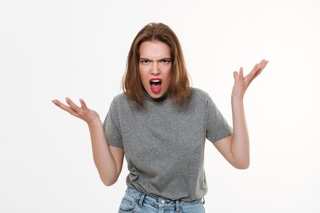 Boos schreeuwende jonge blanke dame