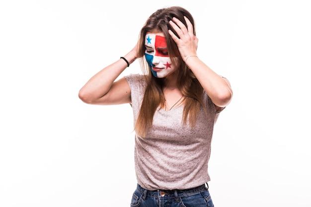 Boos verliezerfan steun van het nationale team van panama met geschilderd gezicht geïsoleerd op een witte achtergrond