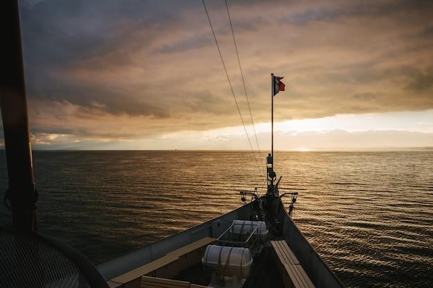 Boot cruisemeer meer