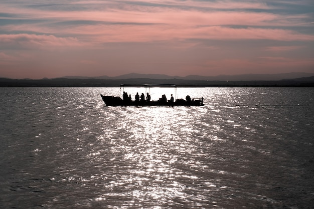 Boottocht op de albufera in valencia in el embarcadero