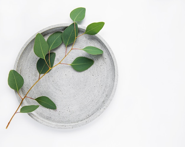 Bord met eucalyptus