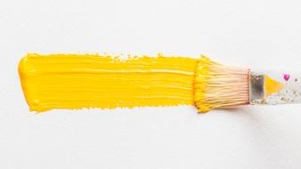 Borstel schilderij met gele kleur