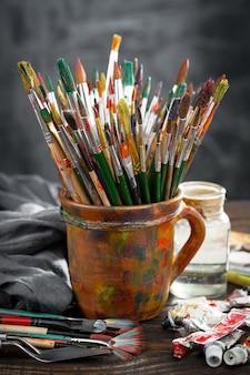 Borstels en verf om te schilderen