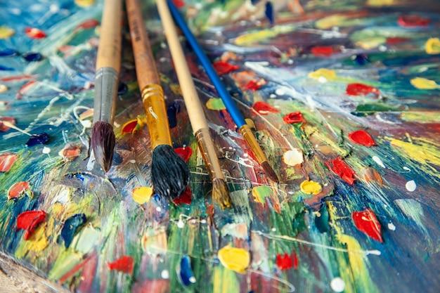 Borstels op kleurenfoto