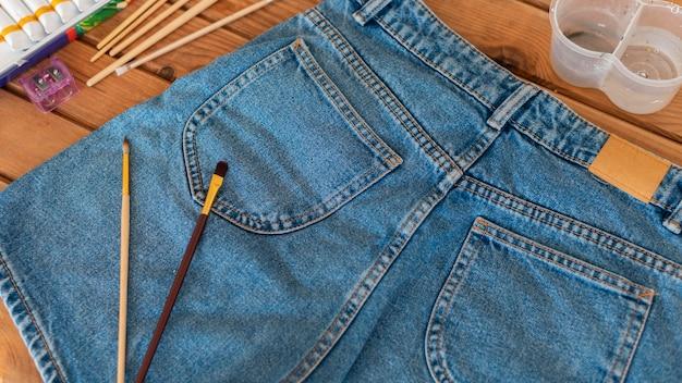 Borstels op korte broek schilderen