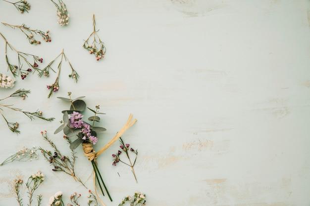 Bos van gedroogde bloemen Premium Foto