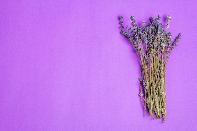 Bos van gedroogde lavendelbloemen