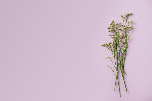 Bos van kleine bloemen