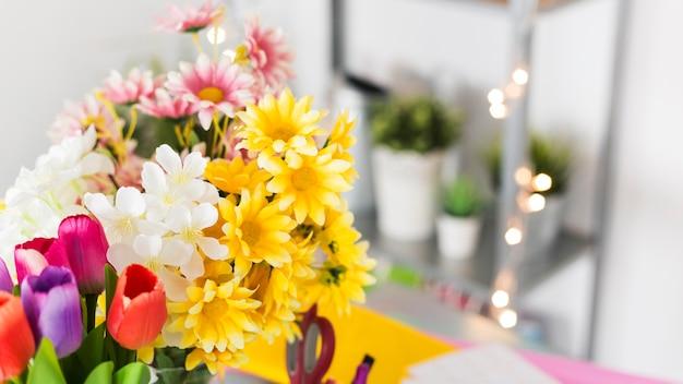 Bos van kleurrijke verse bloemen