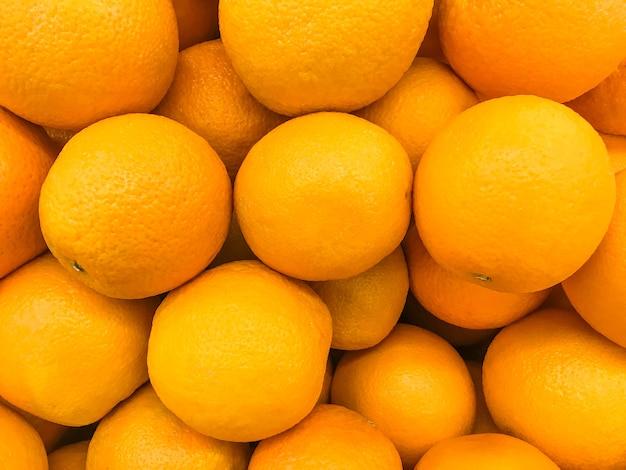 Bos van shogun-sinaasappelen op verkoop in markt