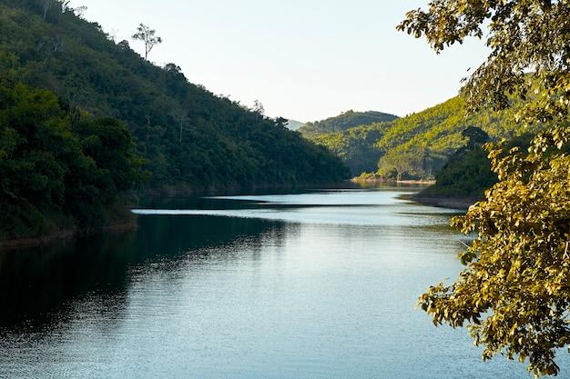 Bosbergwaterval natuurlijk in thailand