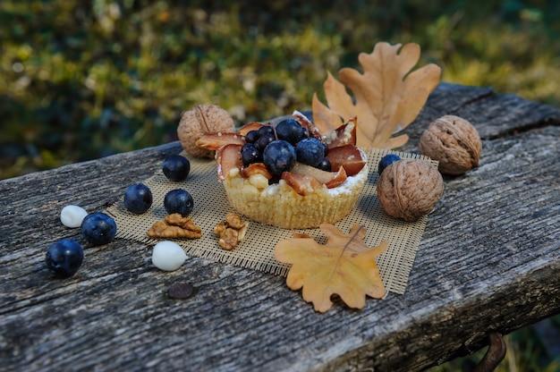 Bosbessen en noten in de herfst Premium Foto