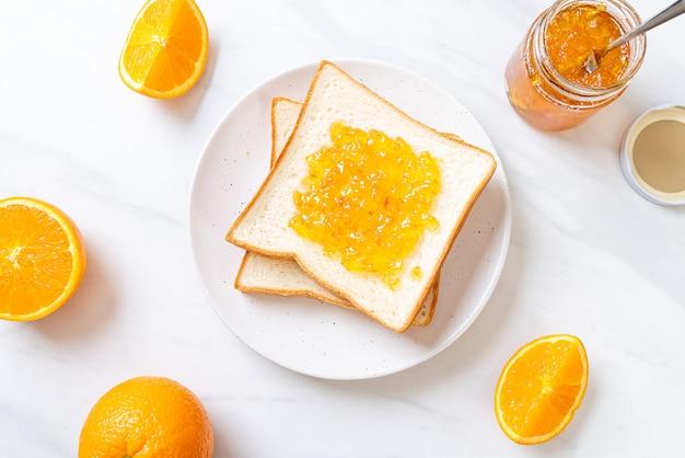 Boterhammen met sinaasappeljam