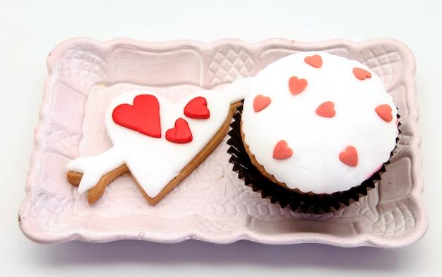 Boterkoekjes versierd met fondant en cupcake, valentijnsdag