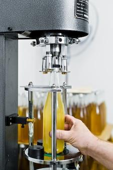 Bottelfabriek - bierlijn voor het verwerken en bottelen van bier tot flessen.