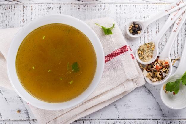 Bouillon soep gemaakt van rundvlees