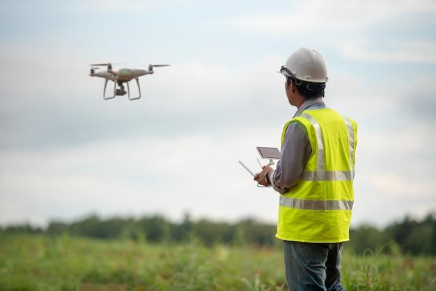 Bouw ingenieur controle drone survey land voor vastgoedontwikkeling