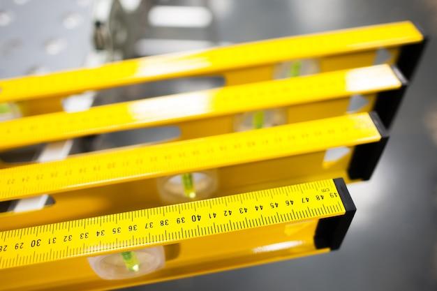 Bouw niveau liniaal display in gereedschapsopslag