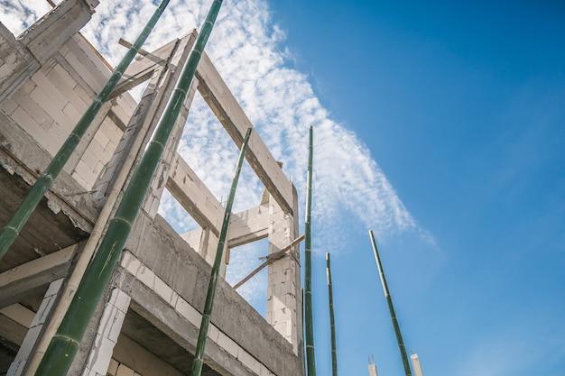 Bouw residentieel nieuw huis in uitvoering op bouwplaats