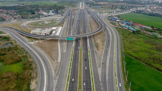 Bouw snelwegverbindingen voor transport en logistiek