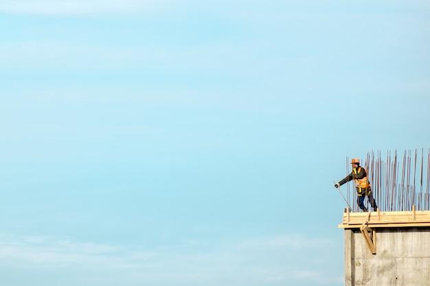 Bouw. stedelijk landschap. blauwe lucht