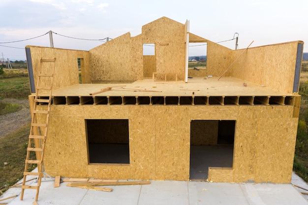 Bouw van een nieuw en modern modulair huis.
