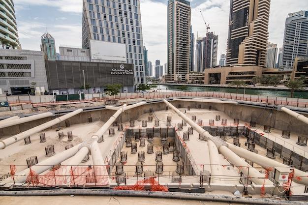 Bouw van een nieuwe wolkenkrabber in dubai, verenigde arabische emiraten